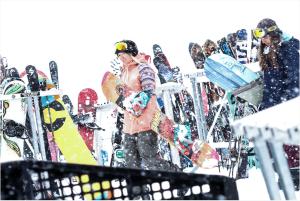 mercedes snowboarding